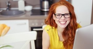 fashion-girl-working-red-head